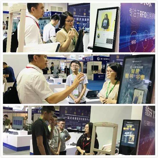 厦门艾欧特科技工作人员在第五届中国(国际)物联网博览会上给客户讲解RFID相关知识