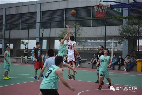 城联科技和艾欧特科技兄弟公司篮球友谊赛的大boss霸气!