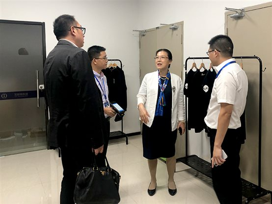 东软汉枫医疗科技卢朝霞董事长一行和厦门艾欧特科技双方热情探讨交流